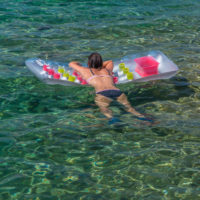 Baden im glasklaren Wasser von Elba
