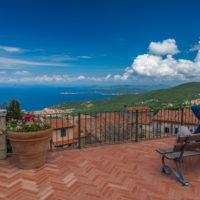 Marciana: Aussichtsterrasse mit Blick auf Marciana Marina