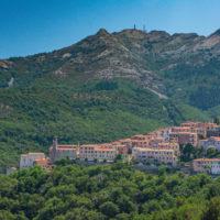 Marciana und im Hintergrund der Monte Capanne